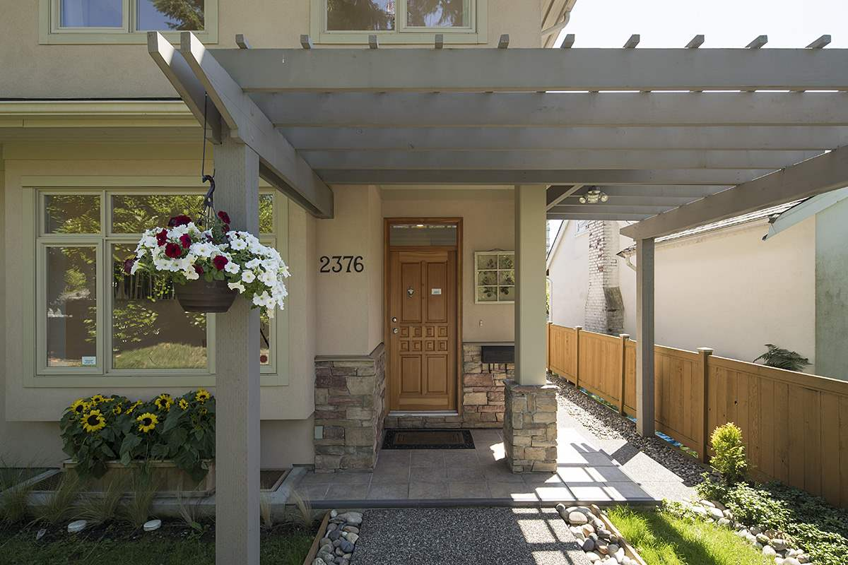 Half-duplex at 2376 MARINE DRIVE, West Vancouver, British Columbia. Image 3