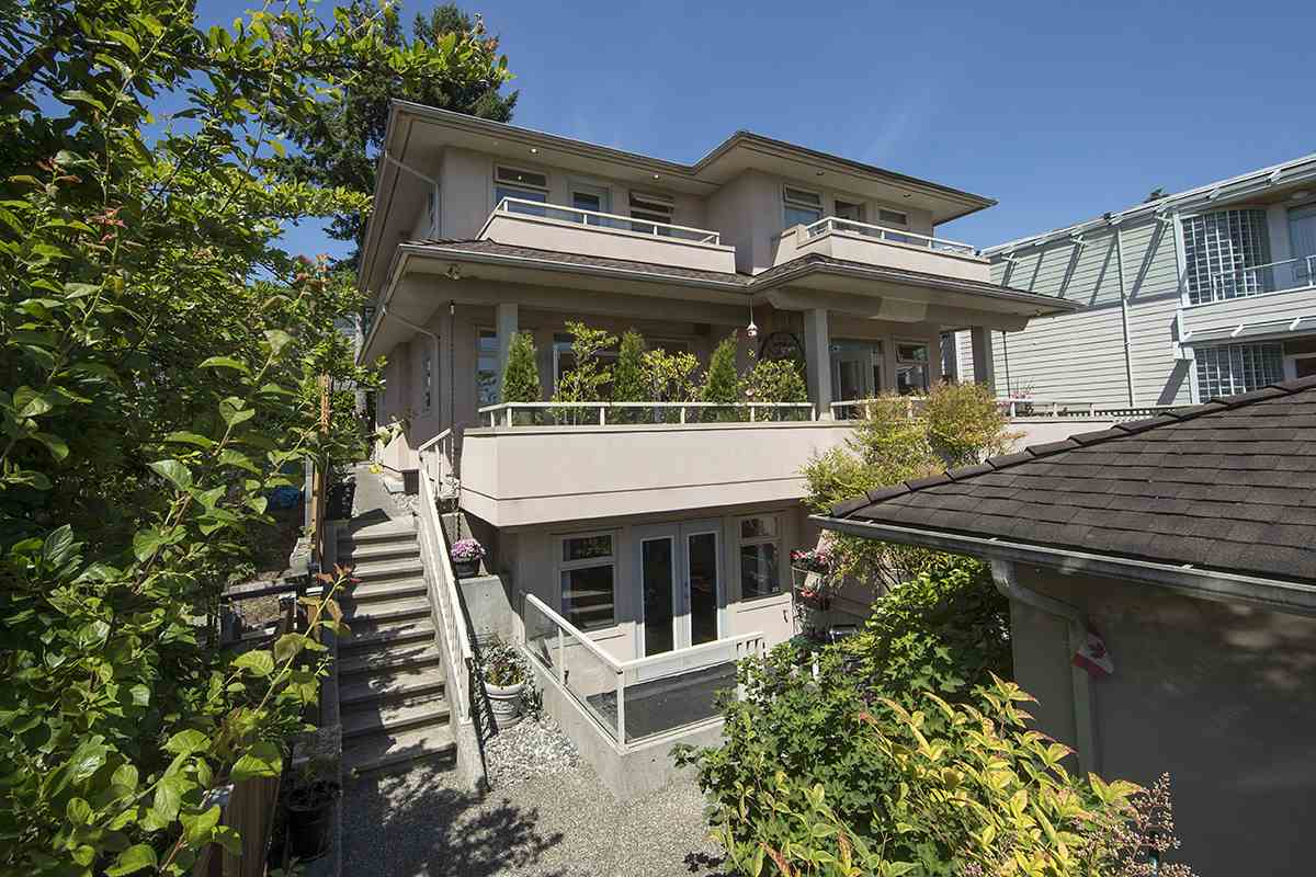 Half-duplex at 2376 MARINE DRIVE, West Vancouver, British Columbia. Image 18