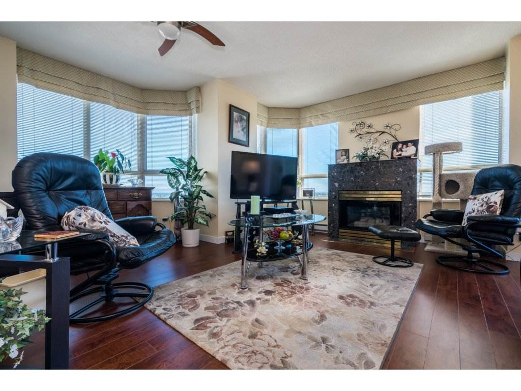Condo Apartment at 1608 10082 148 STREET, Unit 1608, North Surrey, British Columbia. Image 3