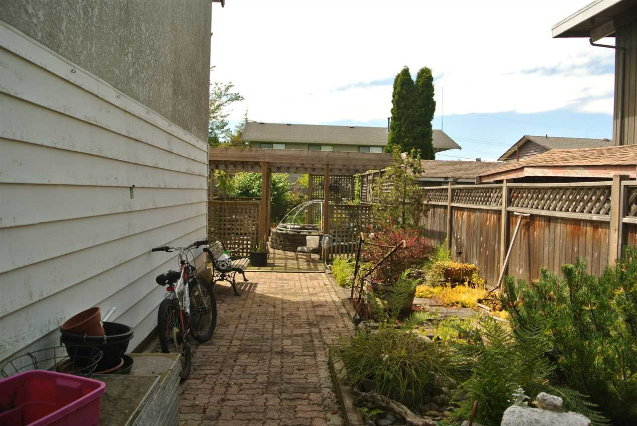 Detached at 4939 58B STREET, Ladner, British Columbia. Image 17