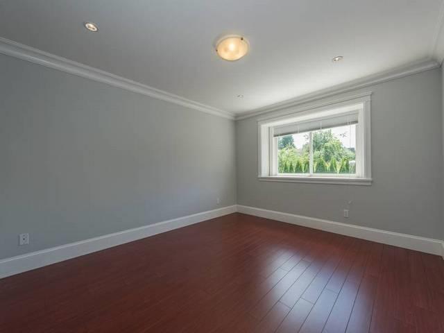 Half-duplex at 5440 OAKLAND STREET, Burnaby South, British Columbia. Image 5