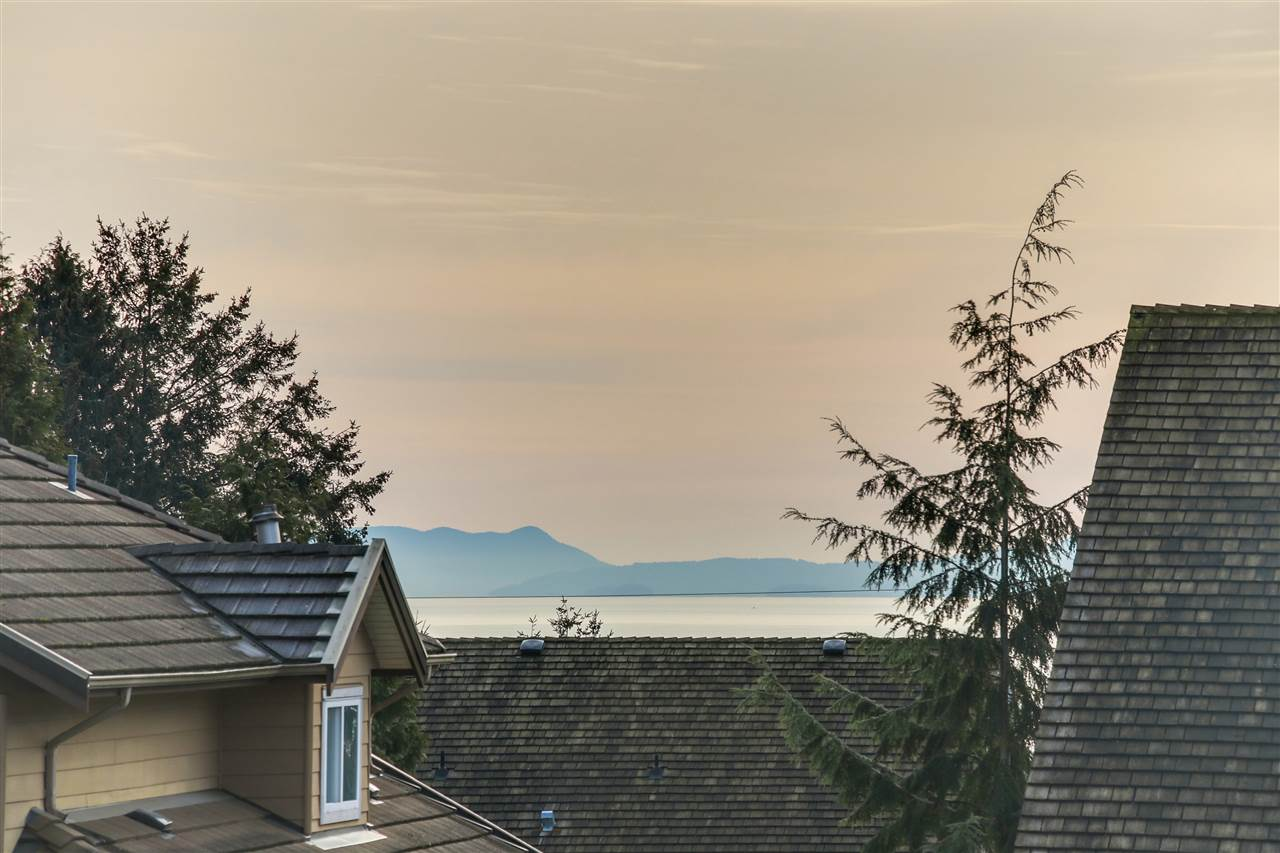 Detached at 13157 14A AVENUE, South Surrey White Rock, British Columbia. Image 2