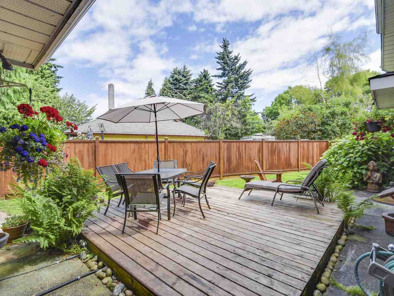Detached at 10011 GILMORE CRESCENT, Richmond, British Columbia. Image 14