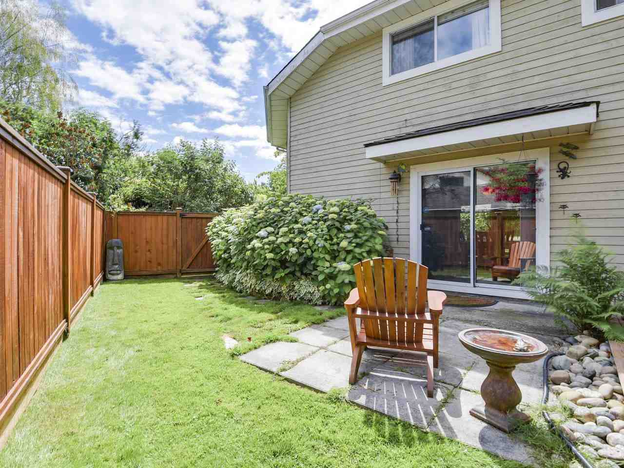 Detached at 10011 GILMORE CRESCENT, Richmond, British Columbia. Image 17