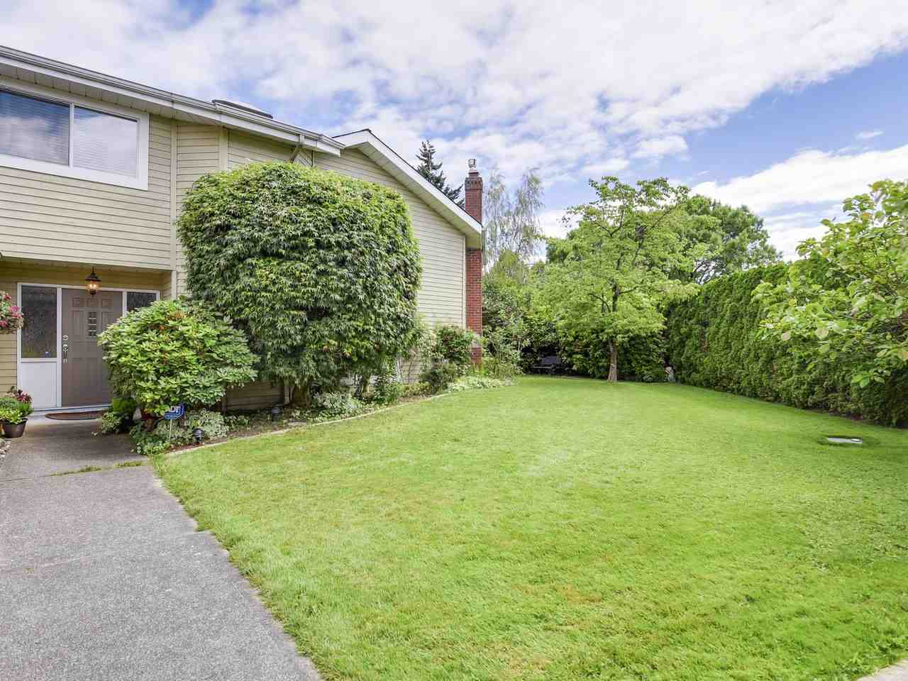 Detached at 10011 GILMORE CRESCENT, Richmond, British Columbia. Image 18