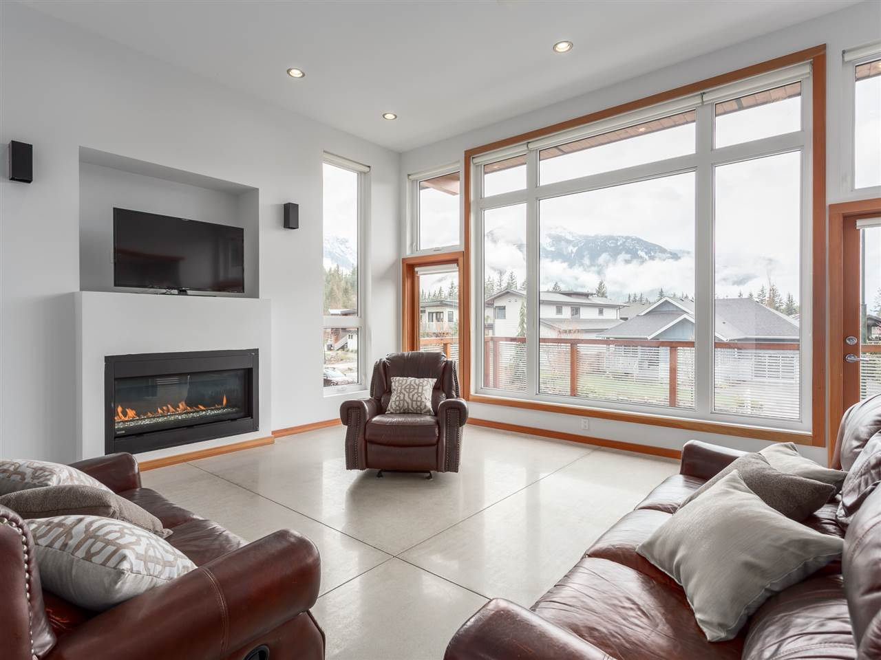 Detached at 1056 JAY CRESCENT, Squamish, British Columbia. Image 1