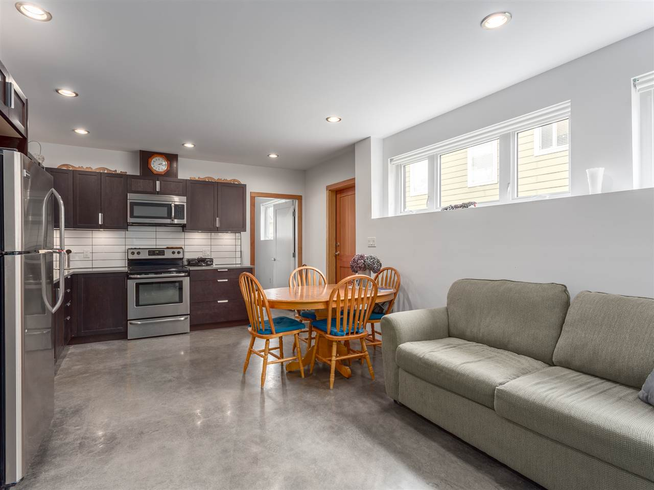 Detached at 1056 JAY CRESCENT, Squamish, British Columbia. Image 17