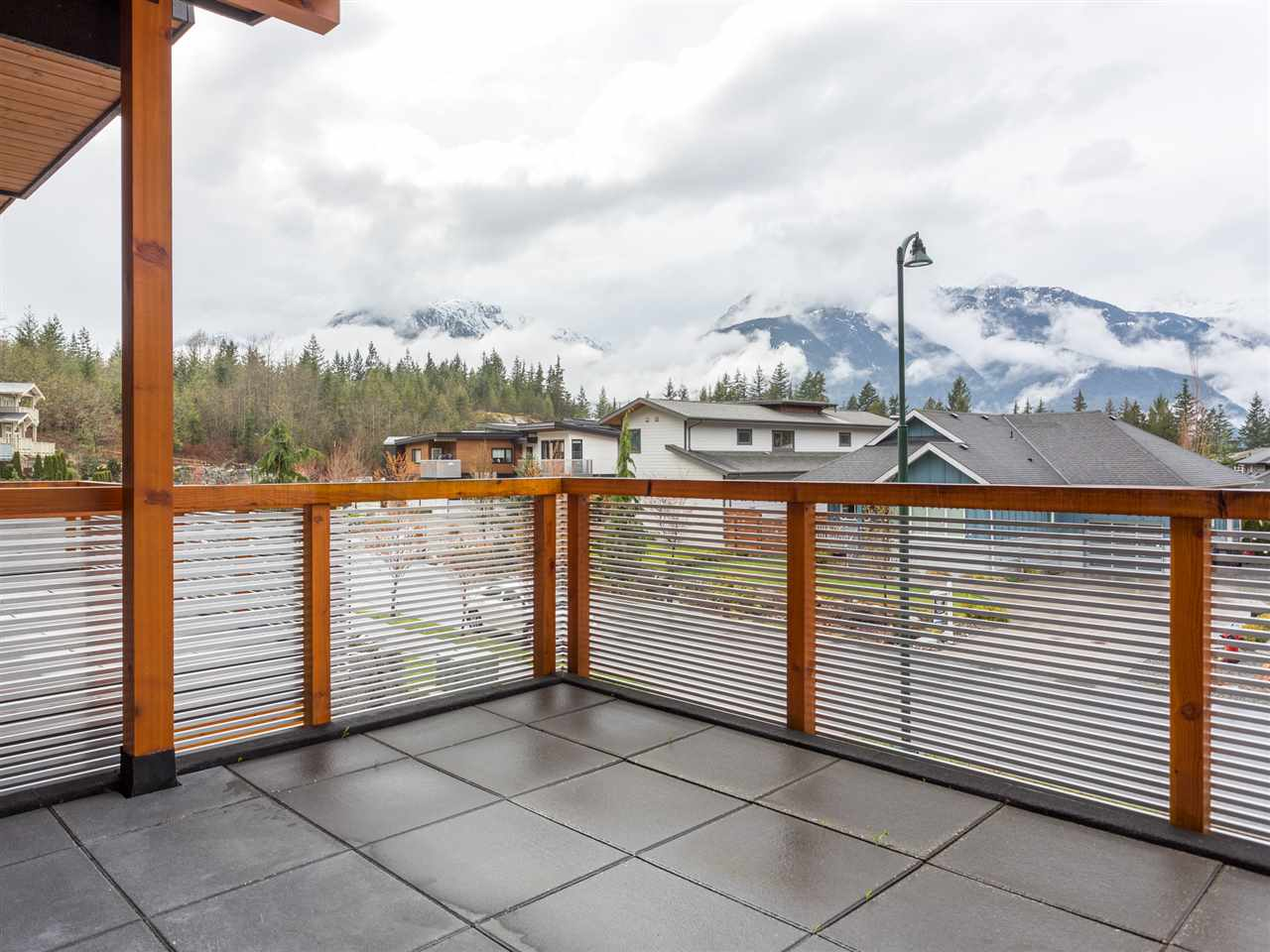 Detached at 1056 JAY CRESCENT, Squamish, British Columbia. Image 19