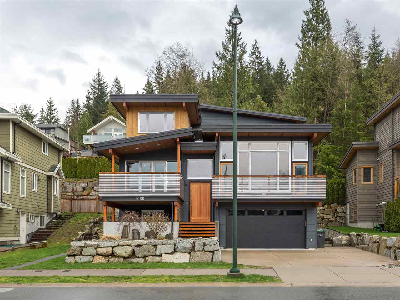 Detached at 1056 JAY CRESCENT, Squamish, British Columbia. Image 20