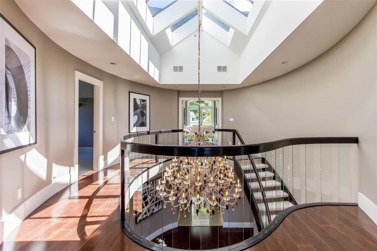Detached at 1 OCEAN POINT DRIVE, West Vancouver, British Columbia. Image 8