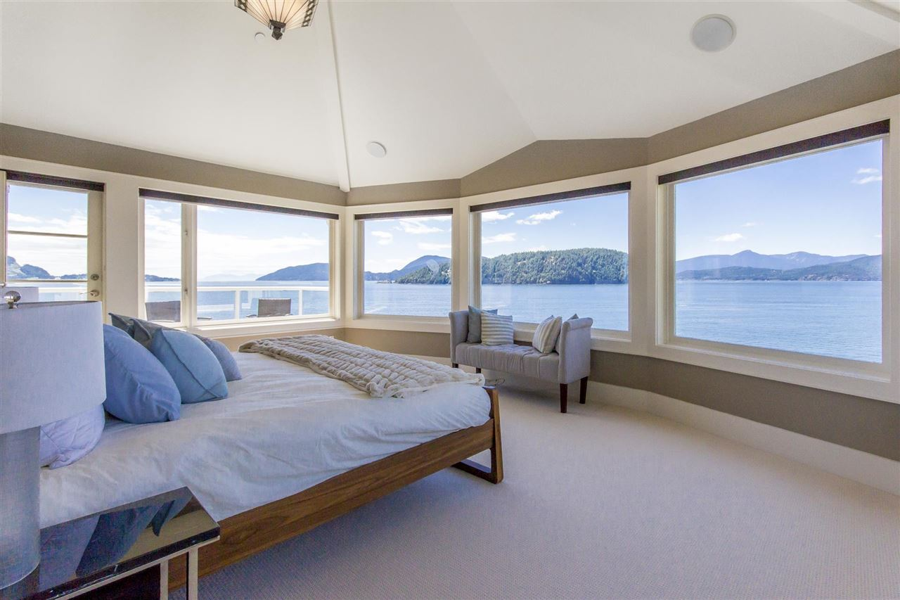 Detached at 1 OCEAN POINT DRIVE, West Vancouver, British Columbia. Image 9