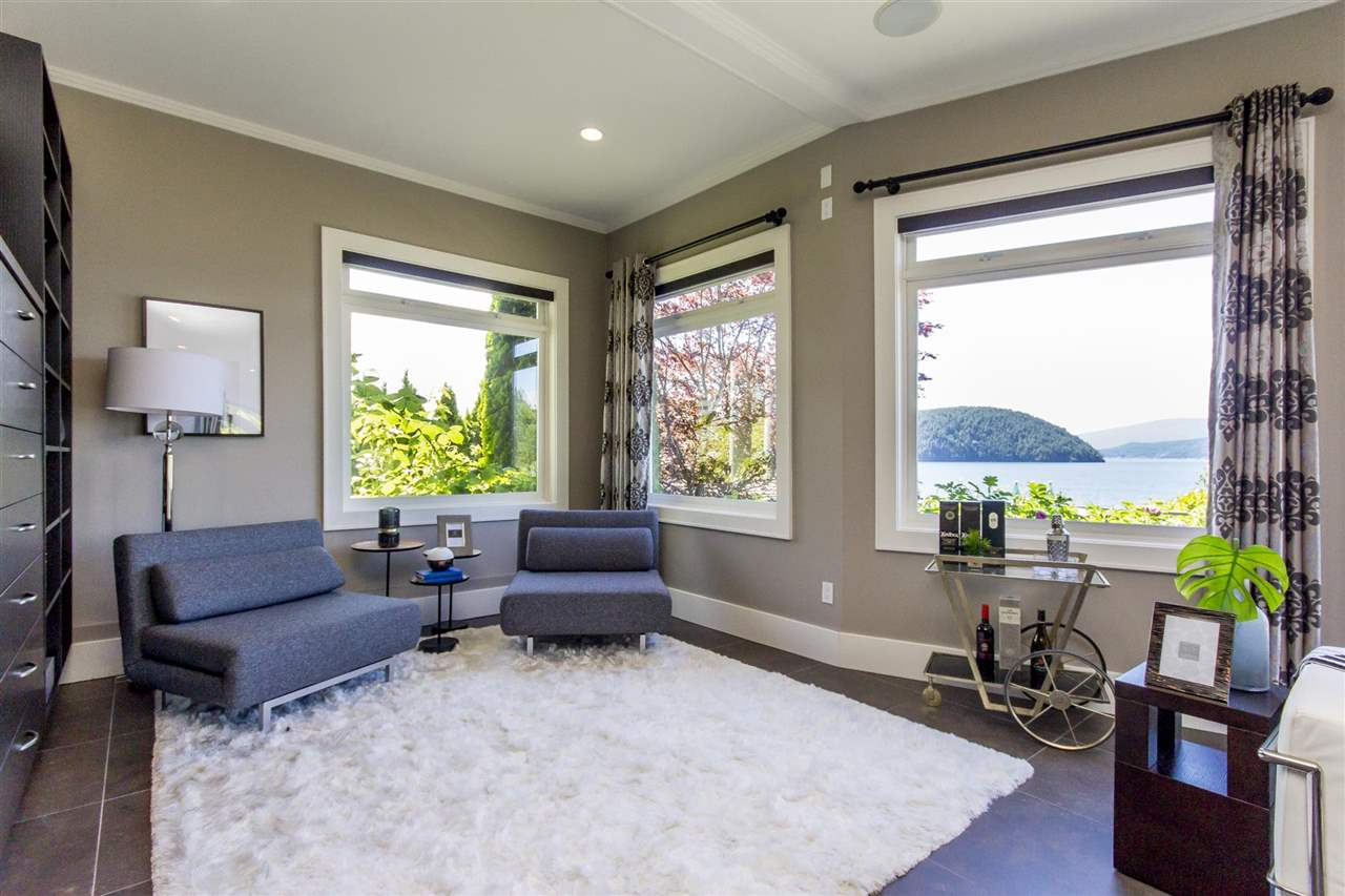 Detached at 1 OCEAN POINT DRIVE, West Vancouver, British Columbia. Image 12