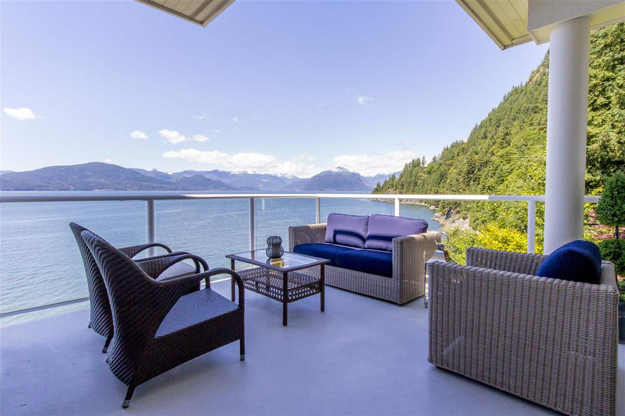 Detached at 1 OCEAN POINT DRIVE, West Vancouver, British Columbia. Image 14