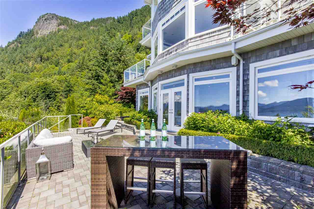 Detached at 1 OCEAN POINT DRIVE, West Vancouver, British Columbia. Image 15