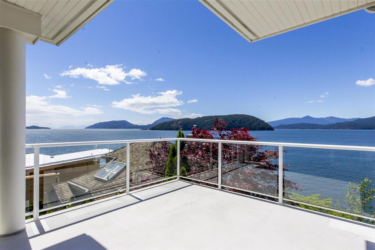 Detached at 1 OCEAN POINT DRIVE, West Vancouver, British Columbia. Image 16