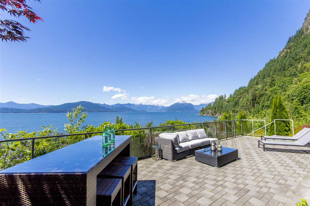 Detached at 1 OCEAN POINT DRIVE, West Vancouver, British Columbia. Image 17