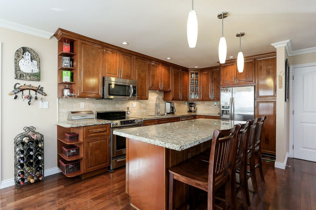 Detached at 8537 KARRMAN AVENUE, Burnaby East, British Columbia. Image 4