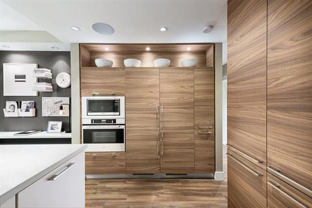 Condo Apartment at 501 7388 KINGSWAY, Unit 501, Burnaby East, British Columbia. Image 2