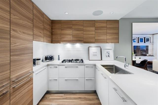 Condo Apartment at 501 7388 KINGSWAY, Unit 501, Burnaby East, British Columbia. Image 5