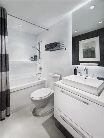 Condo Apartment at 501 7388 KINGSWAY, Unit 501, Burnaby East, British Columbia. Image 8