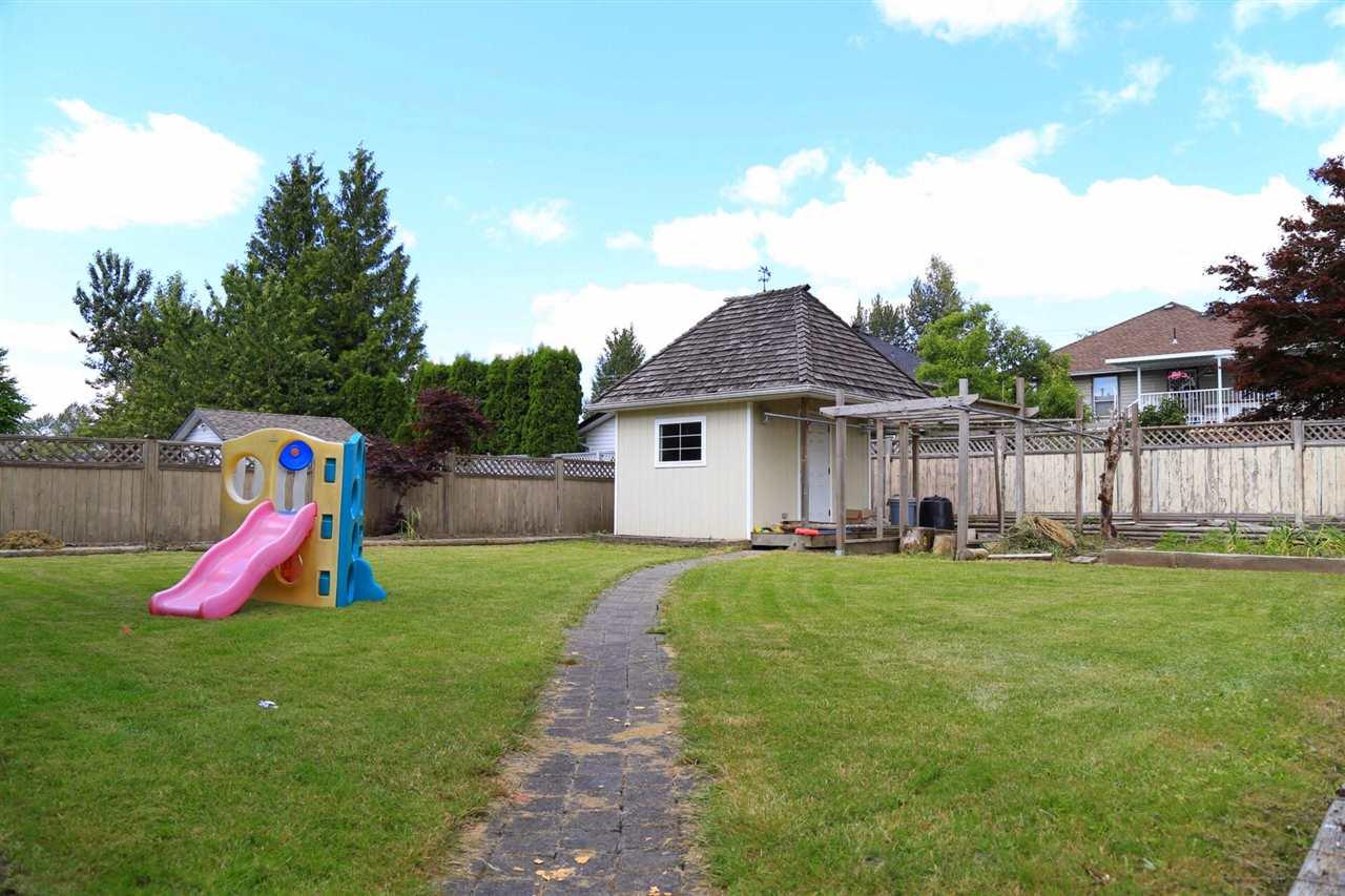 Detached at 15671 107A AVENUE, North Surrey, British Columbia. Image 15