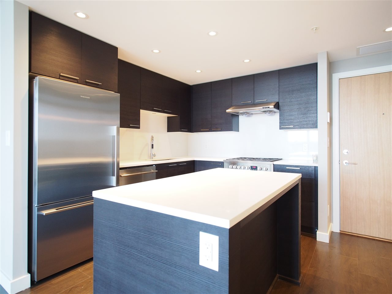 Condo Apartment at 1807 6288 NO 3 ROAD, Unit 1807, Richmond, British Columbia. Image 4