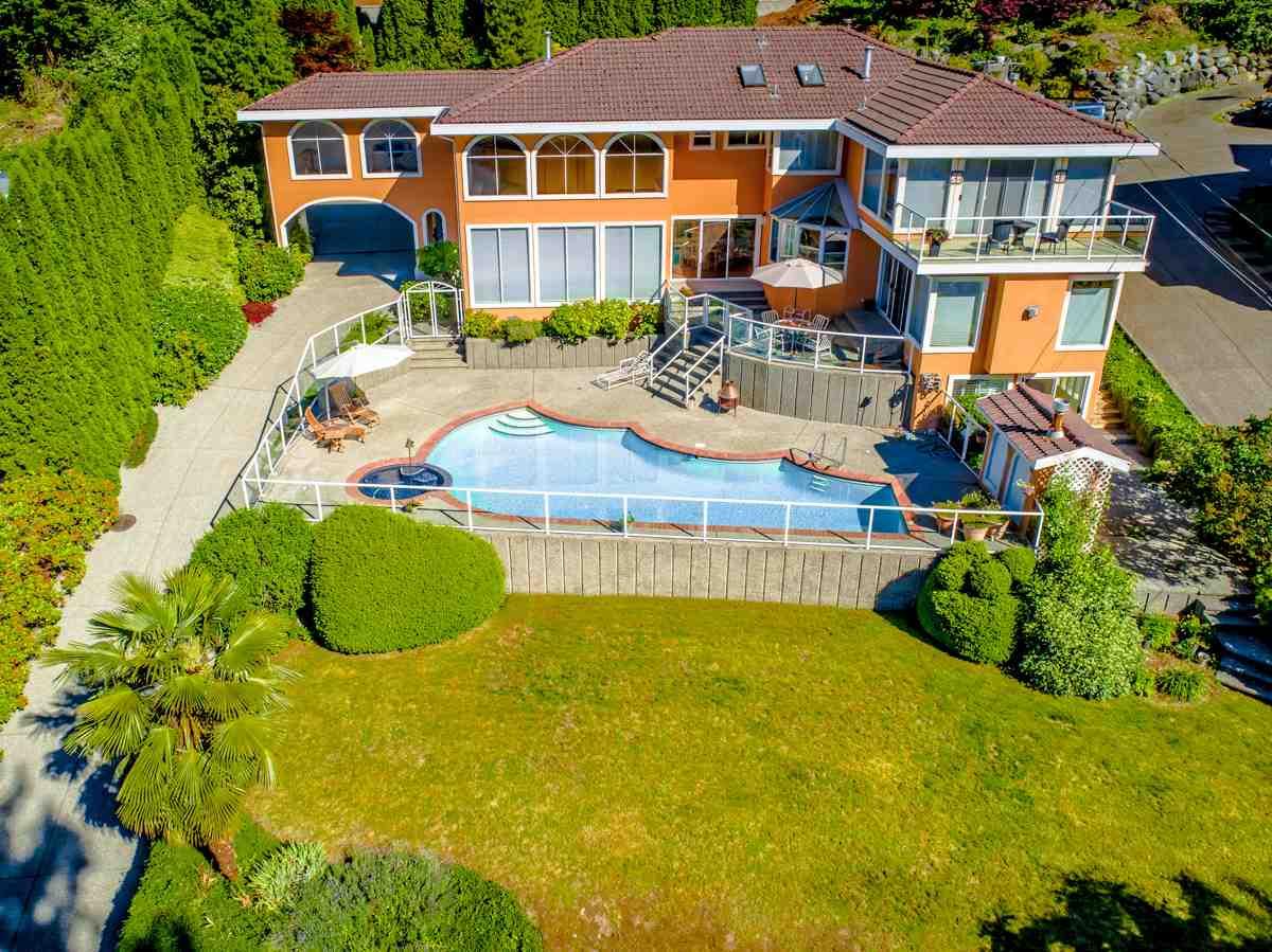 Detached at 3694 MARINE AVENUE, Port Moody, British Columbia. Image 2