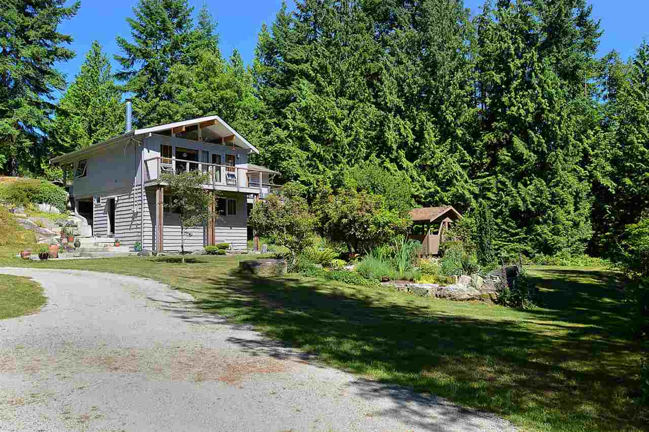Detached at 3194 HANSEN ROAD, Sunshine Coast, British Columbia. Image 2