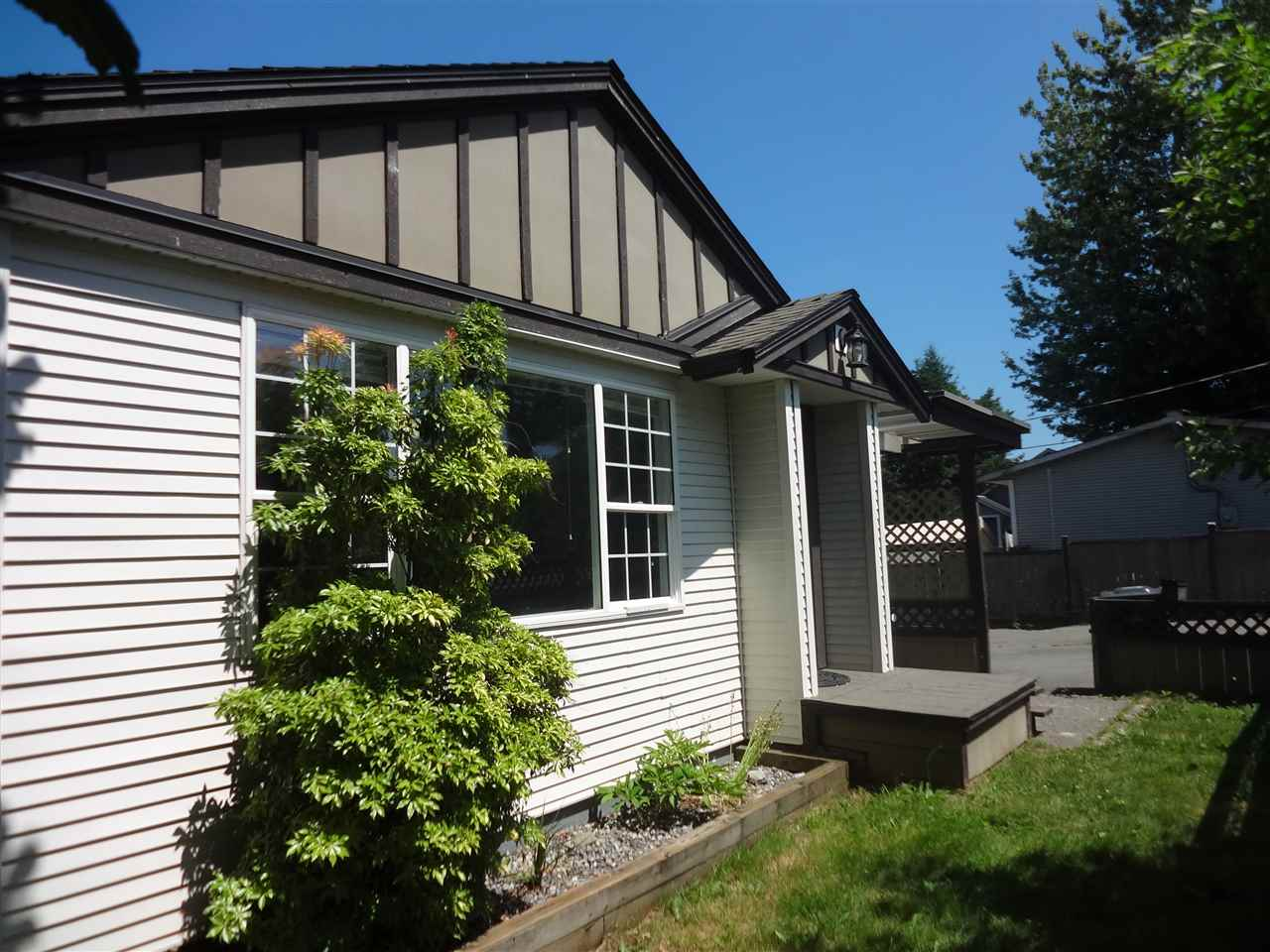 Detached at 26527 FRASER HIGHWAY, Langley, British Columbia. Image 2