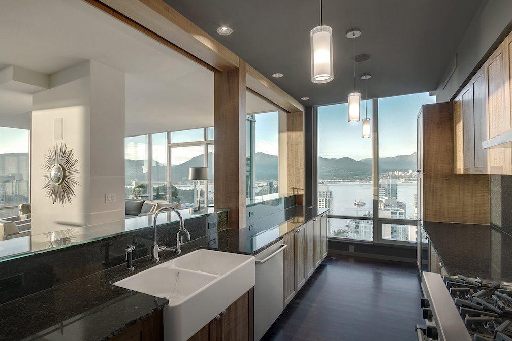 Condo Apartment at PH5 1288 W GEORGIA STREET, Unit PH5, Vancouver West, British Columbia. Image 5