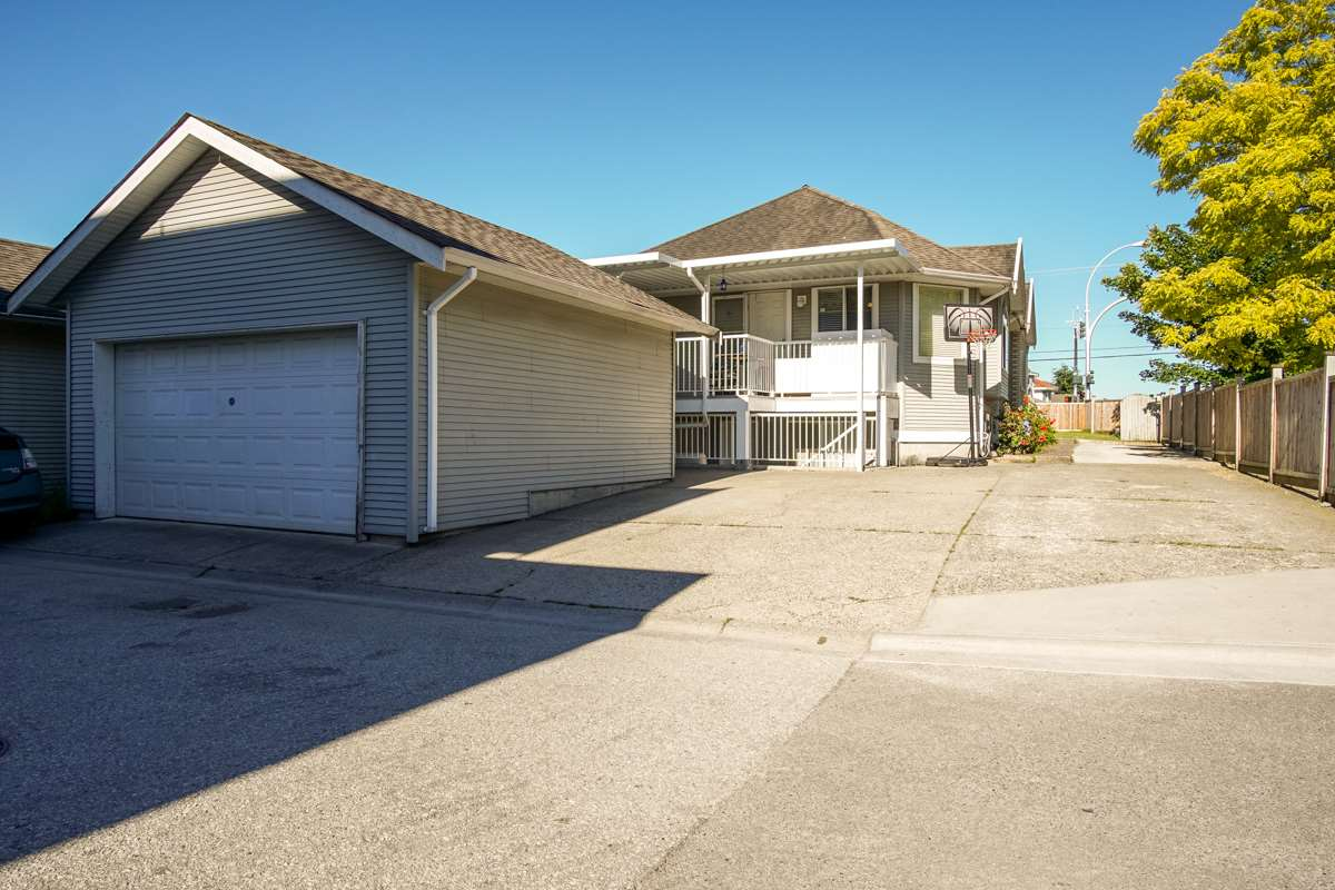 Detached at 6607 128 STREET, Surrey, British Columbia. Image 3