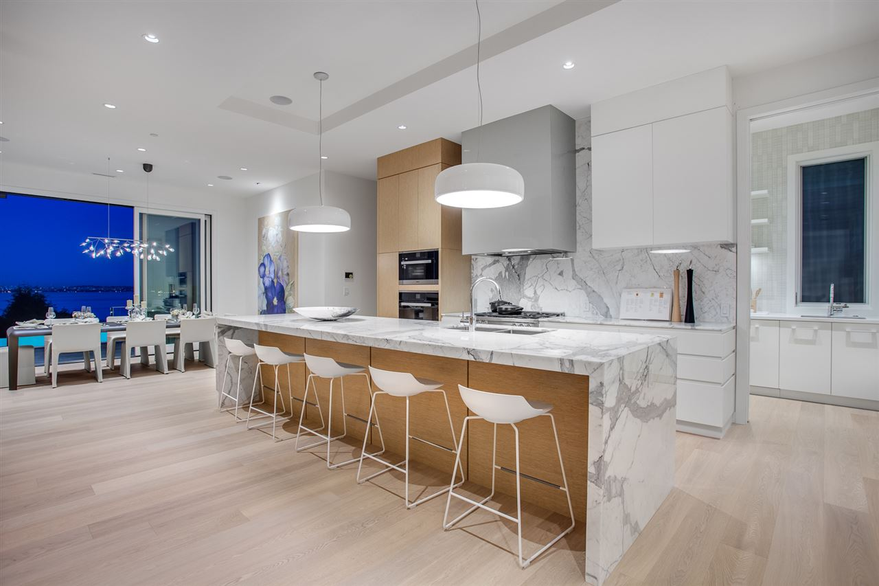 Detached at 3560 CREERY AVENUE, West Vancouver, British Columbia. Image 6
