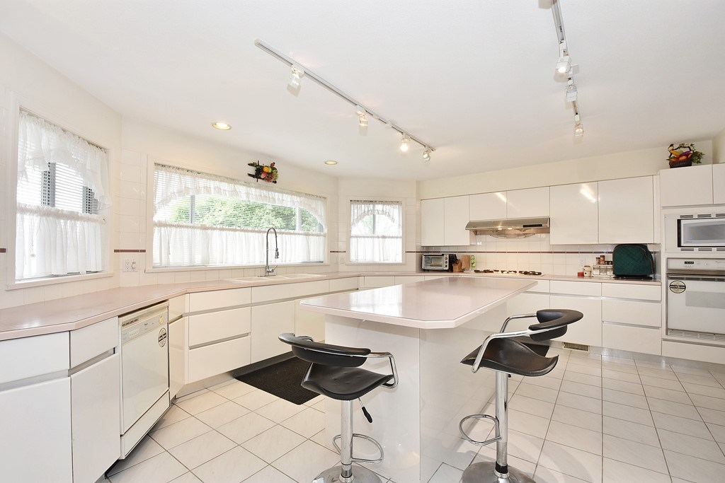 Detached at 9760 DEAGLE ROAD, Richmond, British Columbia. Image 6