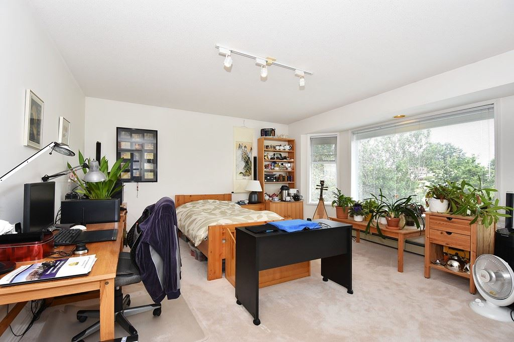 Detached at 9760 DEAGLE ROAD, Richmond, British Columbia. Image 16