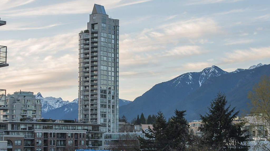 Condo Apartment at 906 188 E ESPLANADE, Unit 906, North Vancouver, British Columbia. Image 18