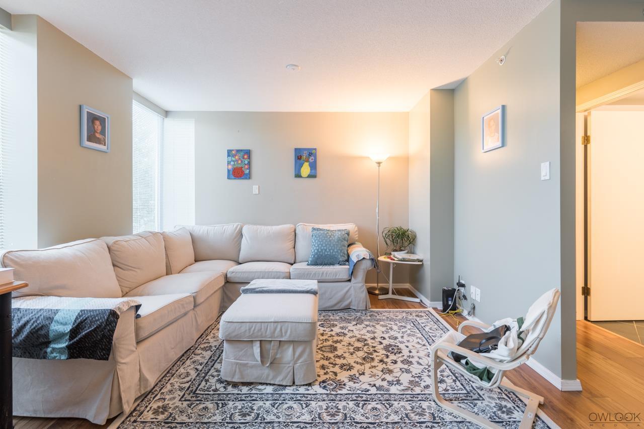 Condo Apartment at 305 14820 104 AVENUE, Unit 305, North Surrey, British Columbia. Image 2