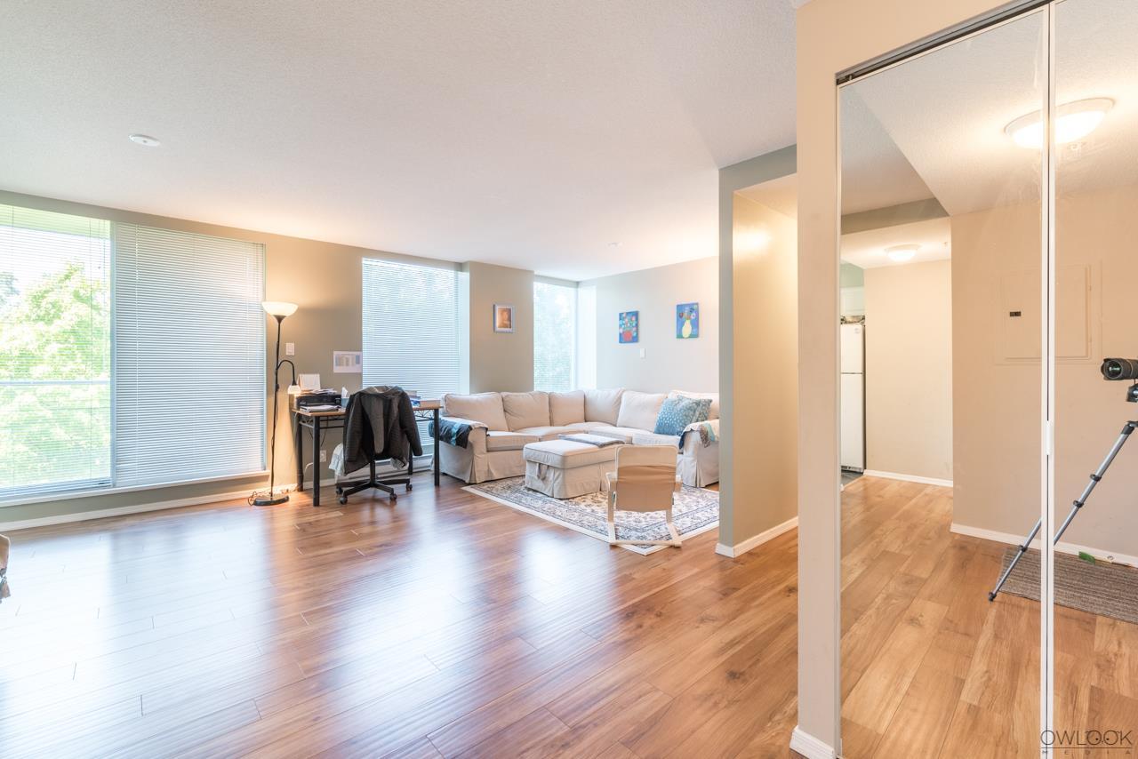 Condo Apartment at 305 14820 104 AVENUE, Unit 305, North Surrey, British Columbia. Image 3