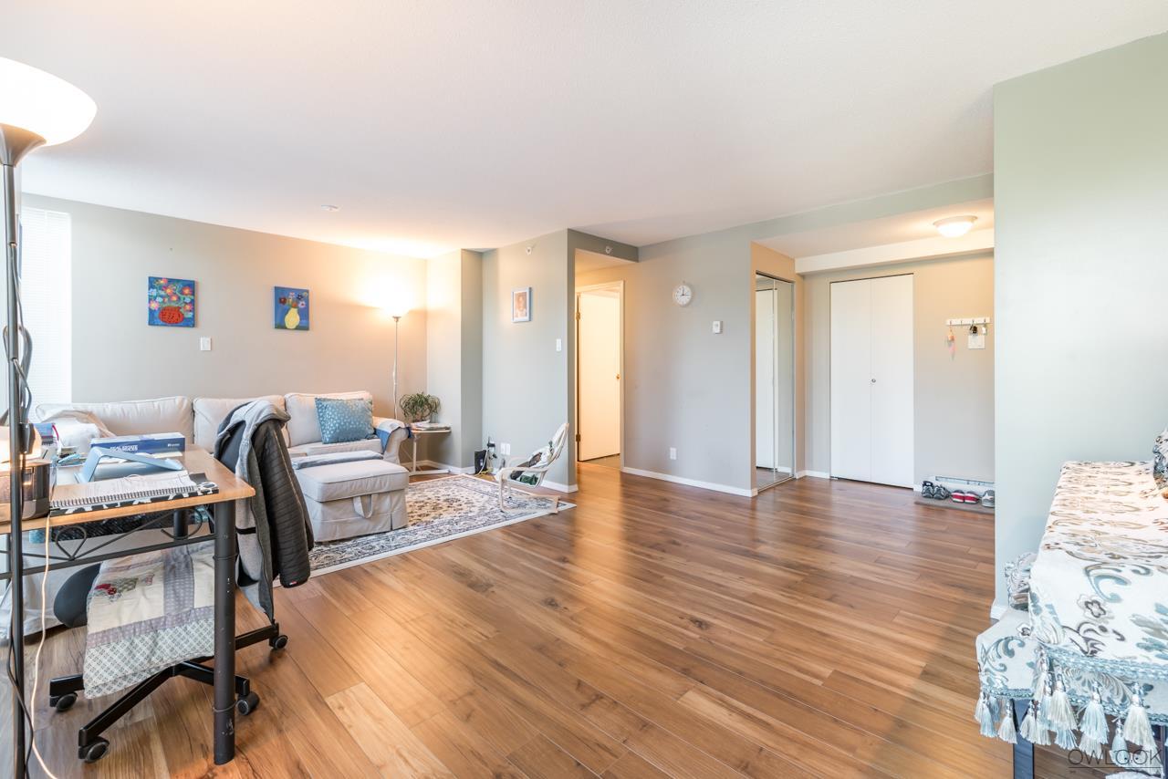 Condo Apartment at 305 14820 104 AVENUE, Unit 305, North Surrey, British Columbia. Image 4