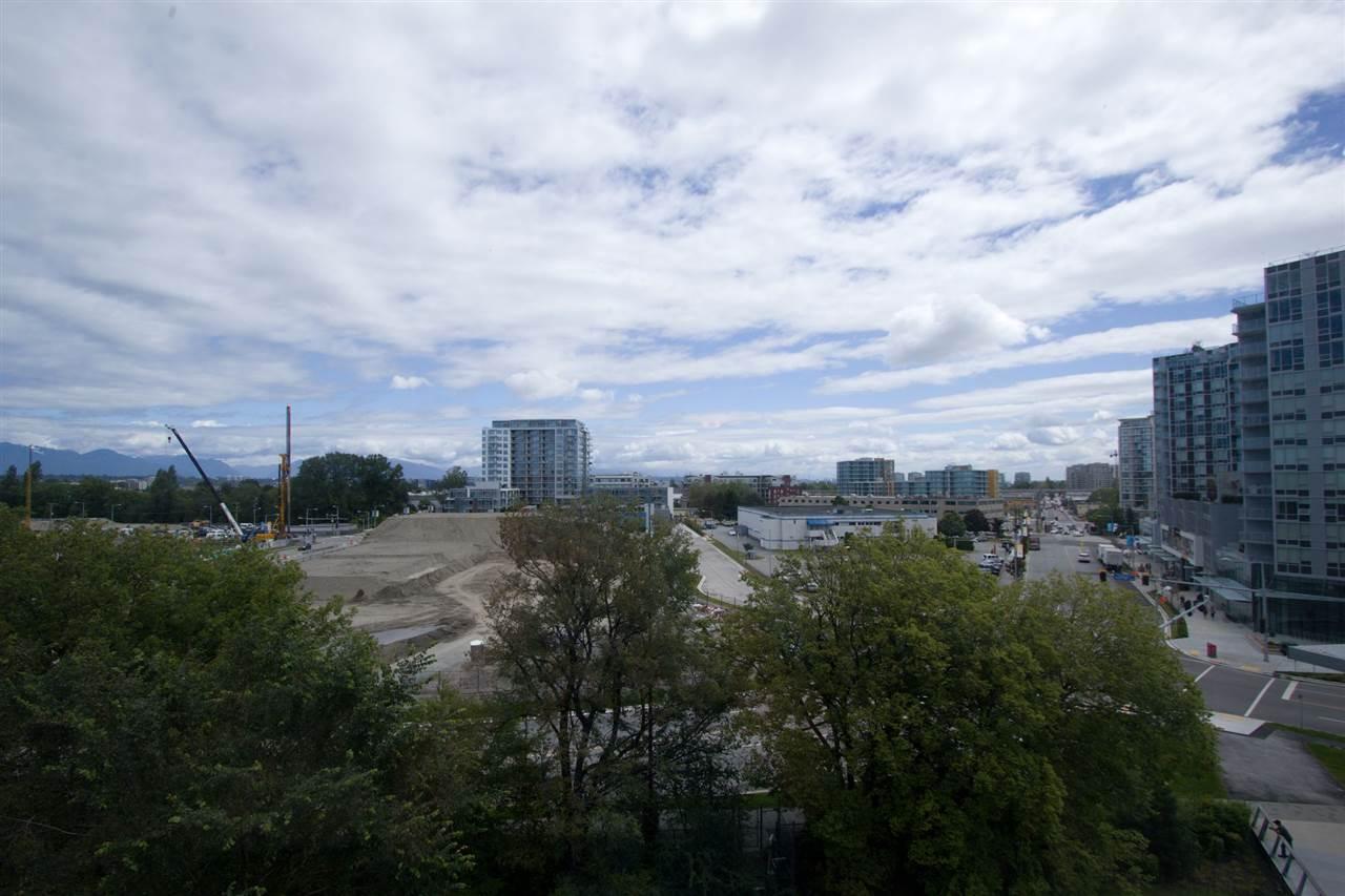 Condo Apartment at 6011 5511 HOLLYBRIDGE WAY, Unit 6011, Richmond, British Columbia. Image 15