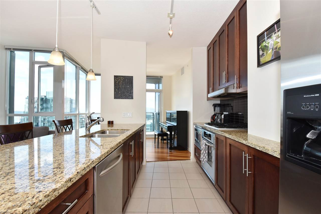 Condo Apartment at 3704 1189 MELVILLE STREET, Unit 3704, Vancouver West, British Columbia. Image 4