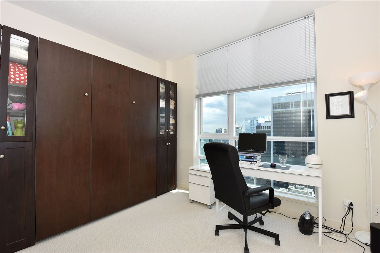 Condo Apartment at 3704 1189 MELVILLE STREET, Unit 3704, Vancouver West, British Columbia. Image 11