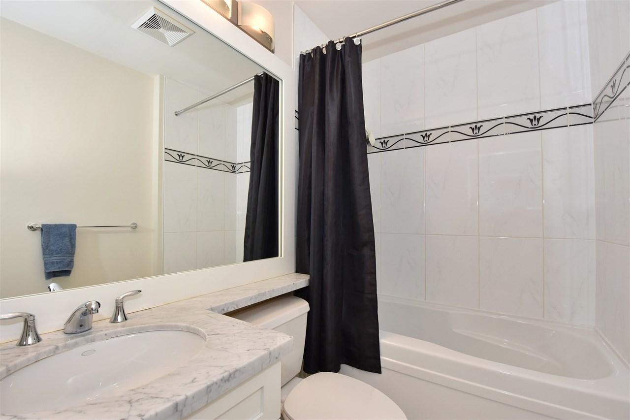 Condo Apartment at 3704 1189 MELVILLE STREET, Unit 3704, Vancouver West, British Columbia. Image 12