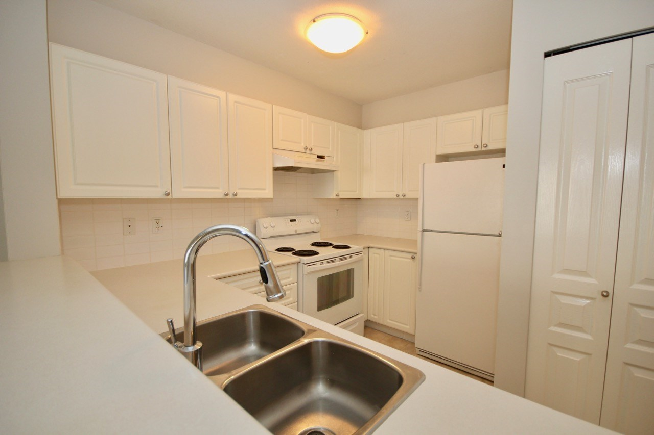 Condo Apartment at 411 1363 56 STREET, Unit 411, Tsawwassen, British Columbia. Image 4