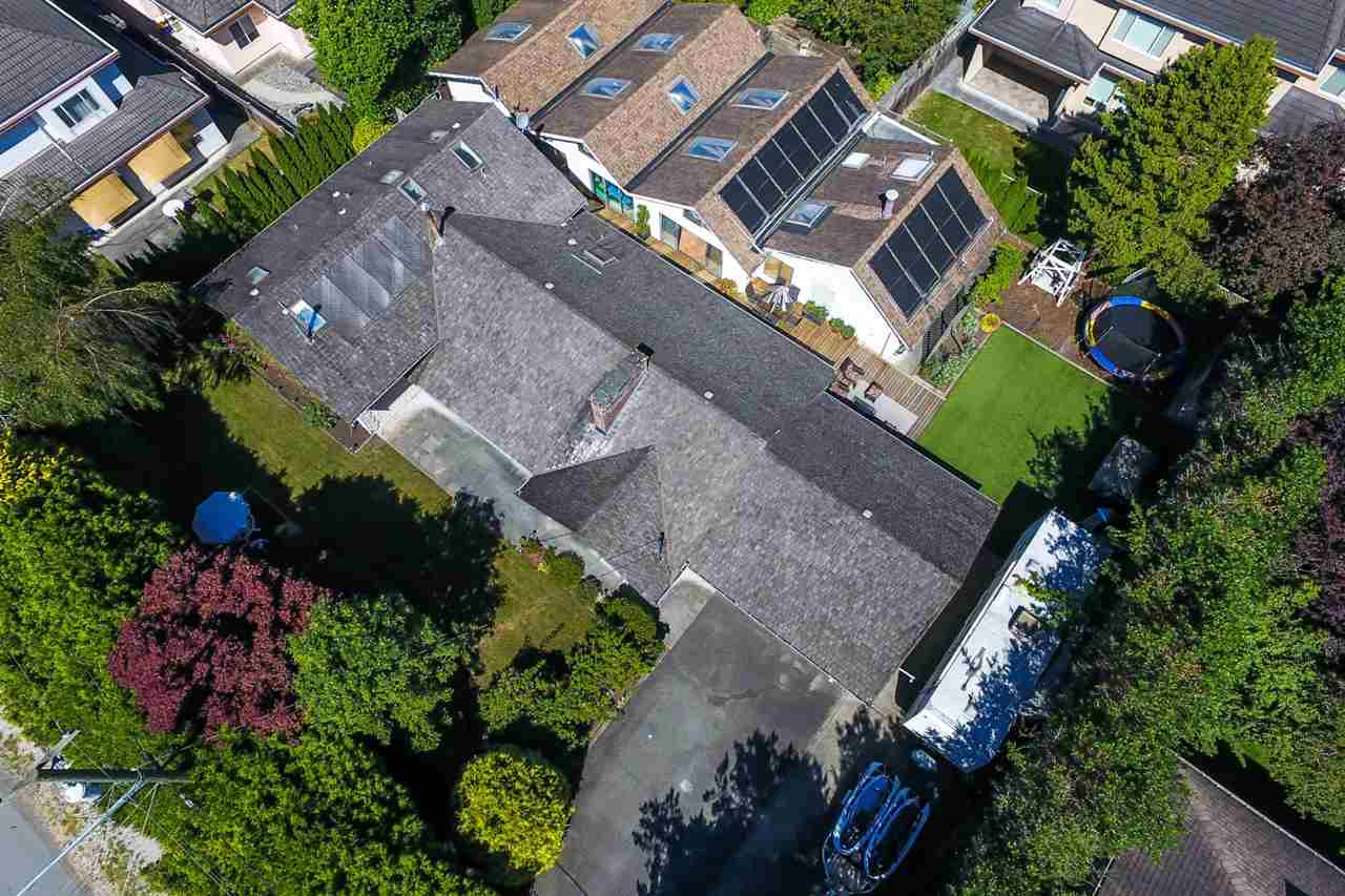 Detached at 10740 SOUTHDALE ROAD, Richmond, British Columbia. Image 2