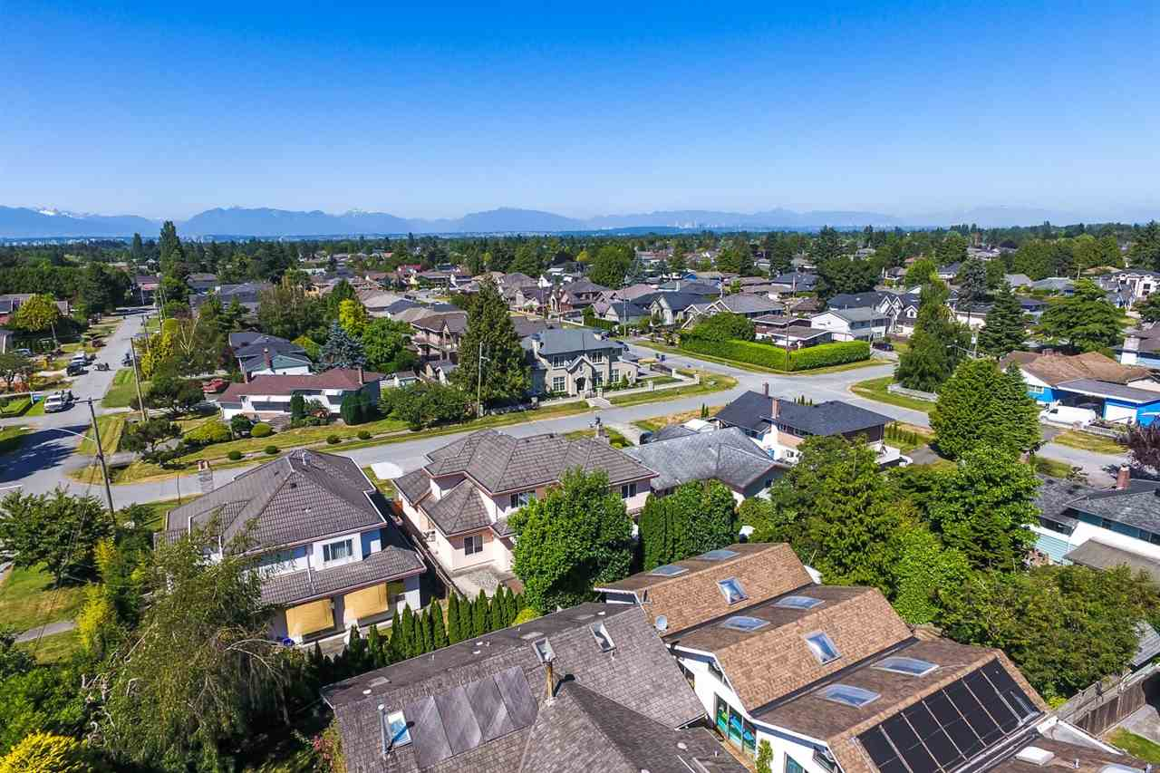 Detached at 10740 SOUTHDALE ROAD, Richmond, British Columbia. Image 3