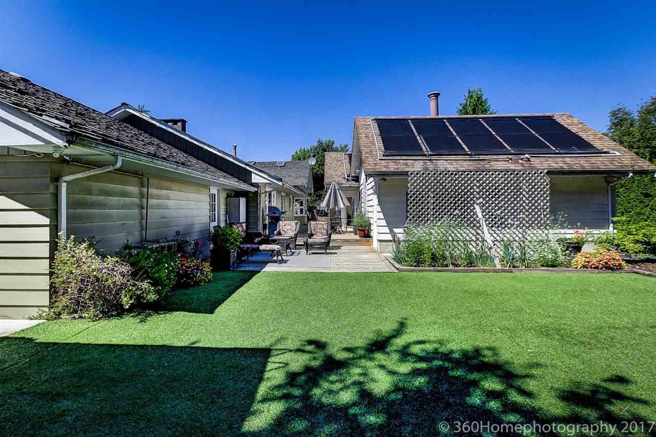 Detached at 10740 SOUTHDALE ROAD, Richmond, British Columbia. Image 7
