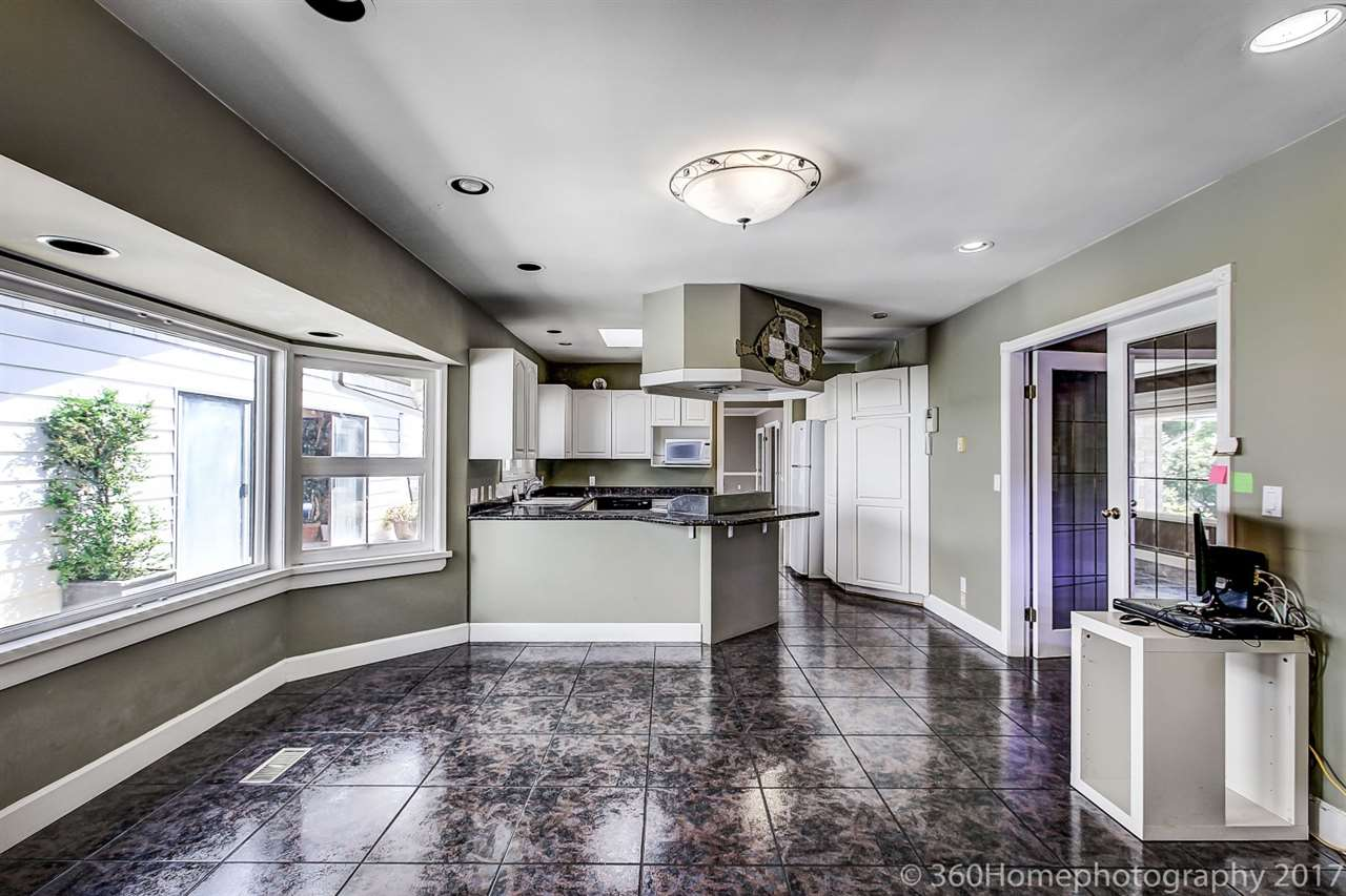 Detached at 10740 SOUTHDALE ROAD, Richmond, British Columbia. Image 14