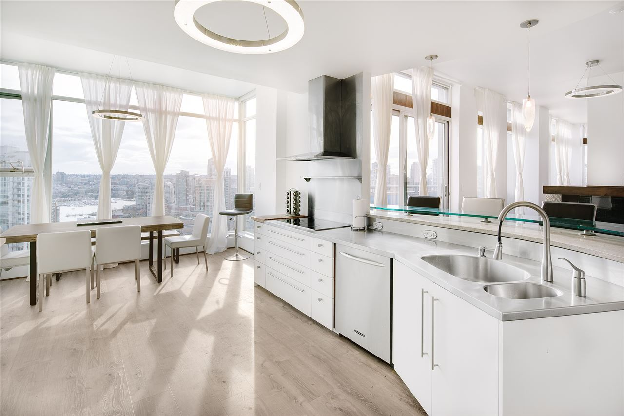 Condo Apartment at 3301 1008 CAMBIE STREET, Unit 3301, Vancouver West, British Columbia. Image 6