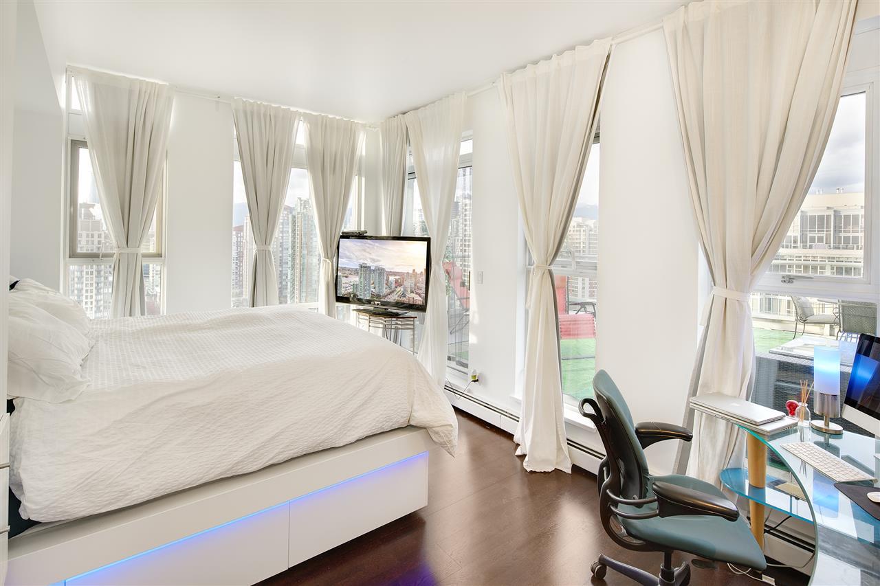 Condo Apartment at 3301 1008 CAMBIE STREET, Unit 3301, Vancouver West, British Columbia. Image 13