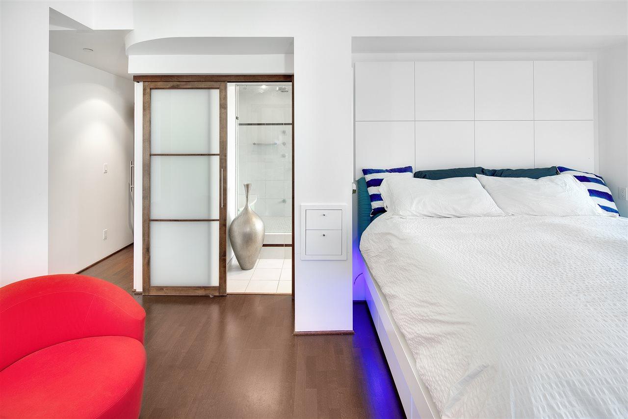 Condo Apartment at 3301 1008 CAMBIE STREET, Unit 3301, Vancouver West, British Columbia. Image 14
